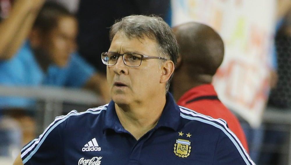 El 'Tata' Martino, durante un partido con Argentina