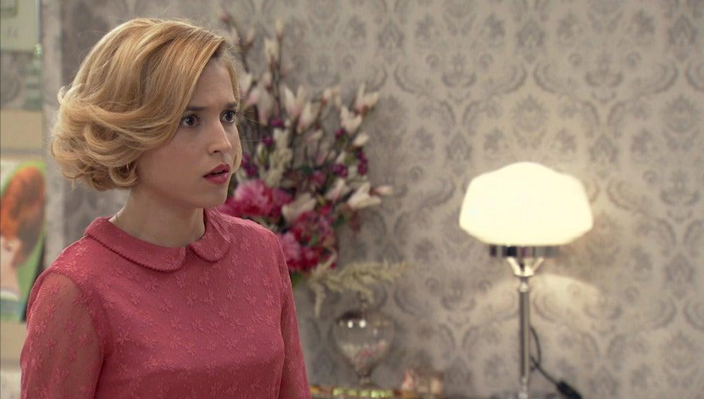 María le confiesa a Carlota que la vió bailando con Guillermo