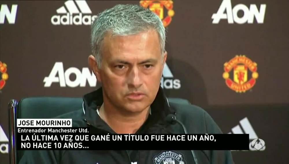 Mourinho en su presentación como técnico del United