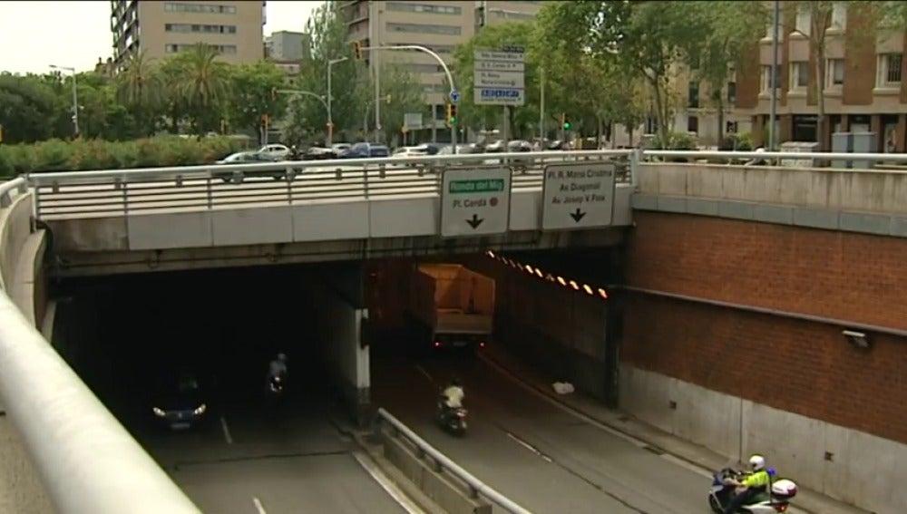 Frame 34.948708 de: Un hombre mata a un mayordomo y a una directora de banco y se suicida en Barcelona