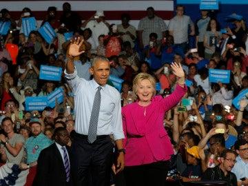 Hillary Clinton y Barack Obama durante su primer mitin juntos