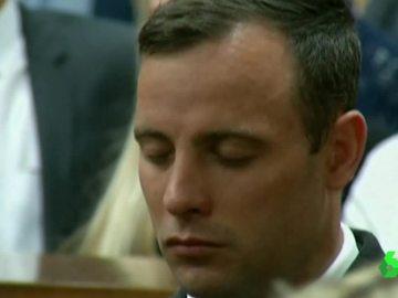 Pistorius cerrando los ojos en su juicio