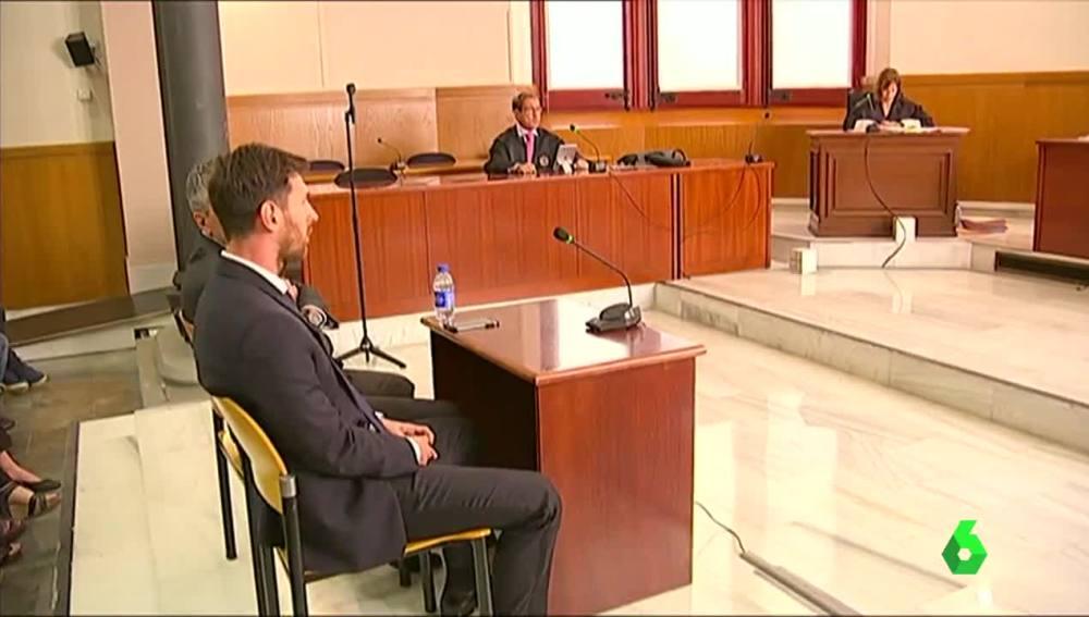 Messi compareciendo en el juzgado