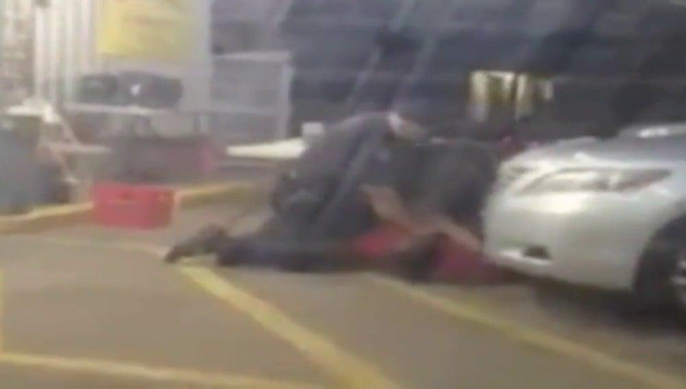 Muere un hombre negro desarmado a manos de policías blancos en el sur de EEUU