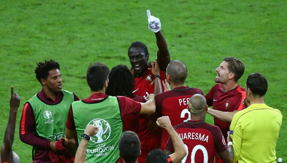 Éder celebra su gol ante Francia