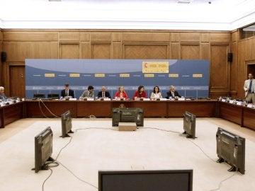 Un momento de la reunión que la ministra de Fomento en funciones, Ana Pastor, mantiene con las compañías aéreas