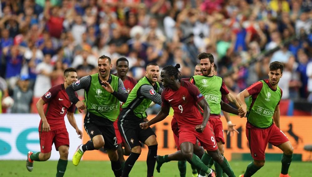 Éder celebra su histórico gol ante Francia