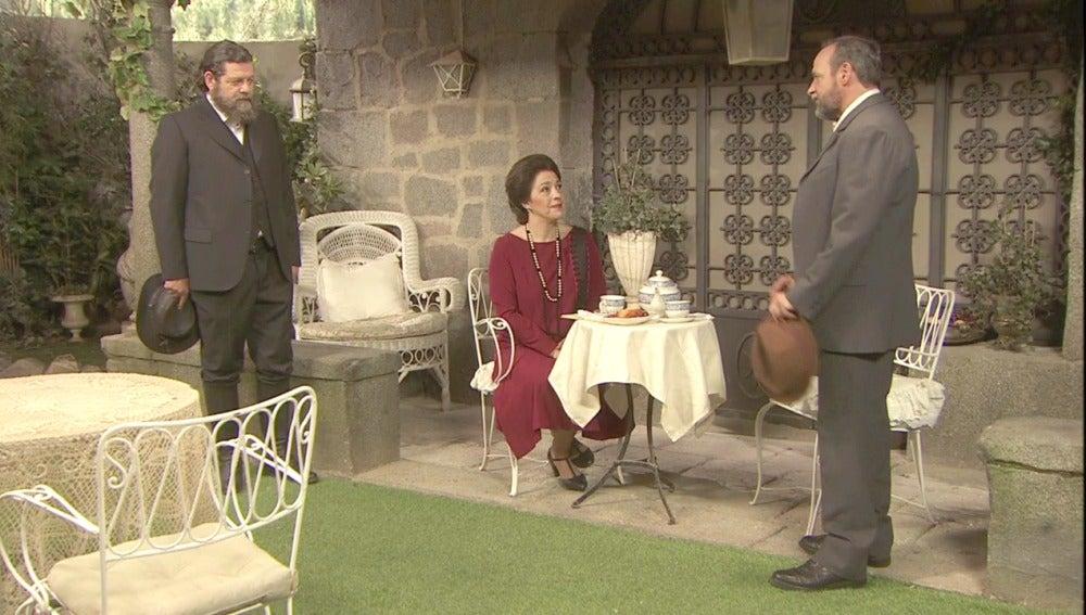 Francisca no consigue engañar a Raimundo