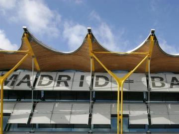 Vista de la fachada del Nuevo Area Terminal (NAT) del aeropuerto madrileño de Barajas.