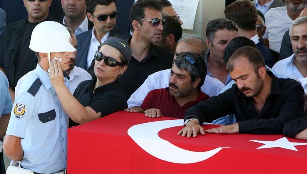 La gente sale a la calle en Turquía.