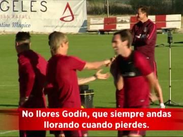 Torres y Godín en el entrenamiento del Atlético