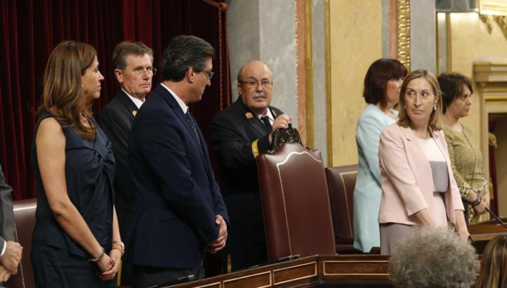 Ana Pastor solicita el juramento de los vicepresidentes de la Mesa de la Cámara, Ignacio Prendes y Rosa Romero.