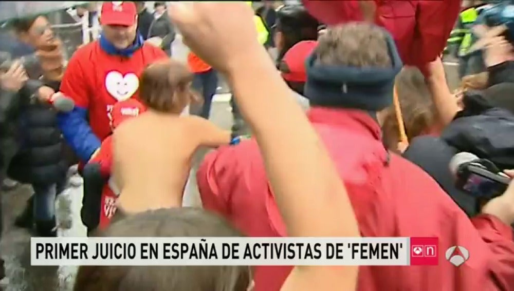 Frame 33.963742 de: FEMEN