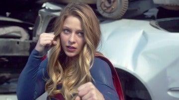 Superman salva a Supergirl