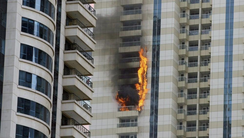 Rascacielos incendiado en Dubai