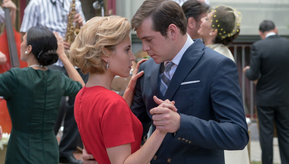 Guillermo y Carlota bailando juntos