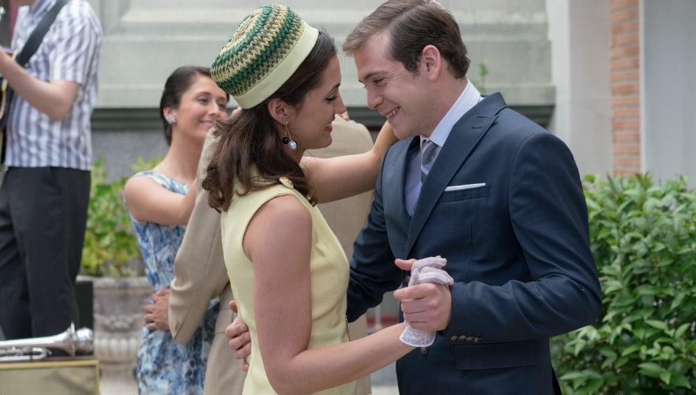 Guillermo y Sofía bailan de la mano