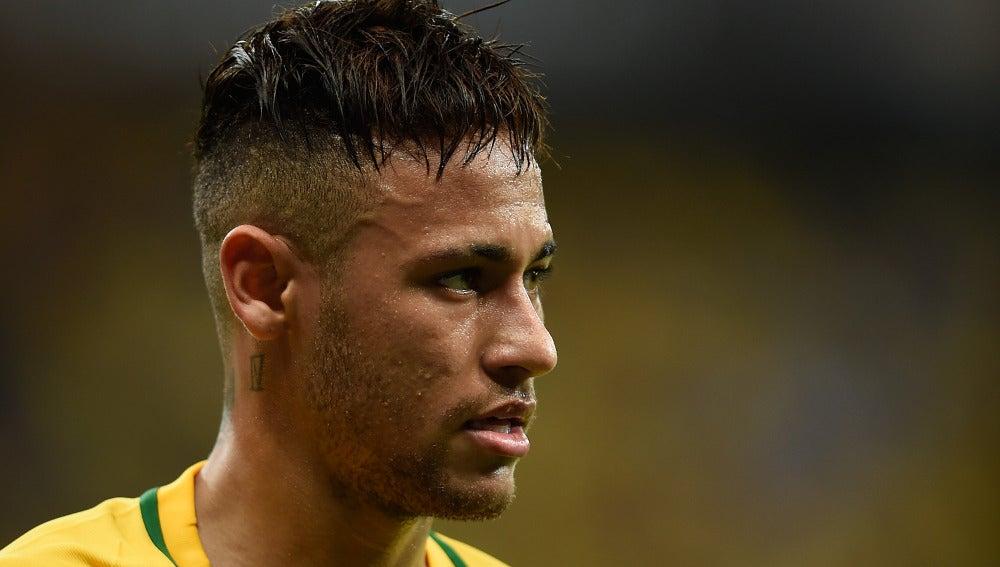 Neymar jugando con la selección brasileña