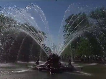 Frame 5.283353 de: Las fuentes de la Granja de San Ildefonso, en marcha