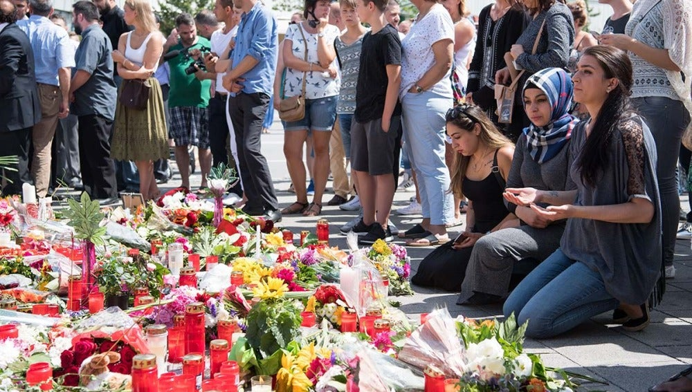 Condolencias en el lugar del tiroteo