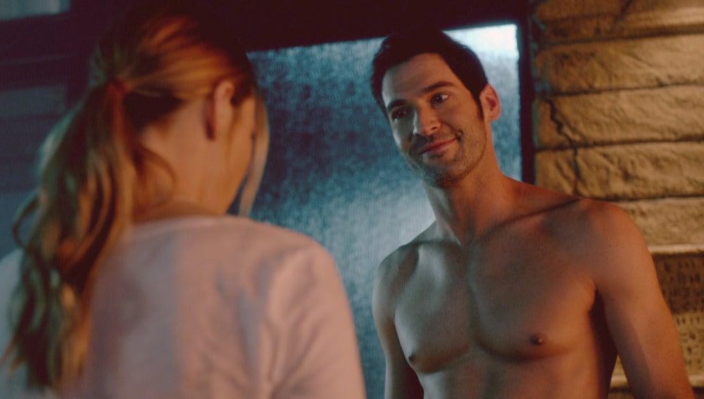 Lucifer se desnuda frente a Chloe
