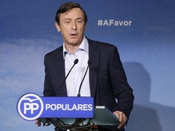 El portavoz del PP en el Congreso, Rafael Hernando, durante la rueda de prensa ofrecida hoy en la sede del partido, en Madrid