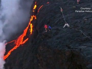 Frame 10.991855 de: Espectaculares imágenes de las erupciones contínuas del volcán Kaliuea