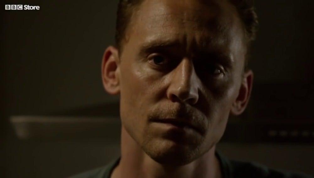 Frame 19.573718 de: El montaje que ha hecho creer a los fans que Tom Hiddleston sería el hermano de Holmes en 'Sherlock'