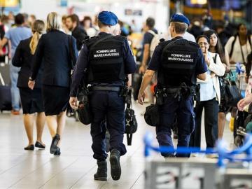 Fuerzas de seguridad en el aeropuerto de Schiphol, Amsterdam