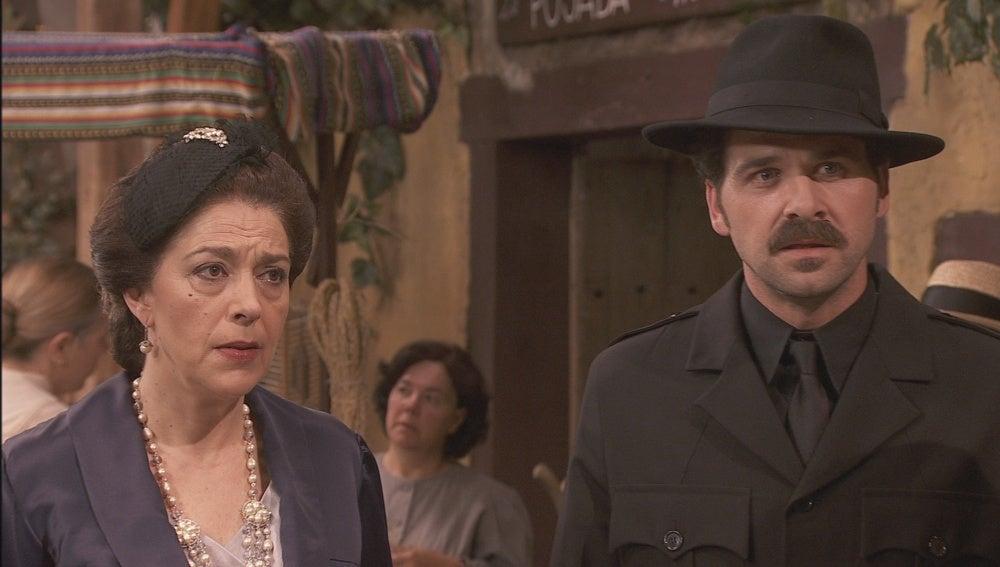 Francisca y Garrigues por Puente Viejo
