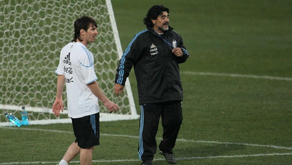 Maradona, junto a Messi durante su época como seleccionador de Argentina