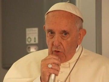 Frame 2.184631 de: El Papa pide que no se identifique la religión musulmana con el terrorismo