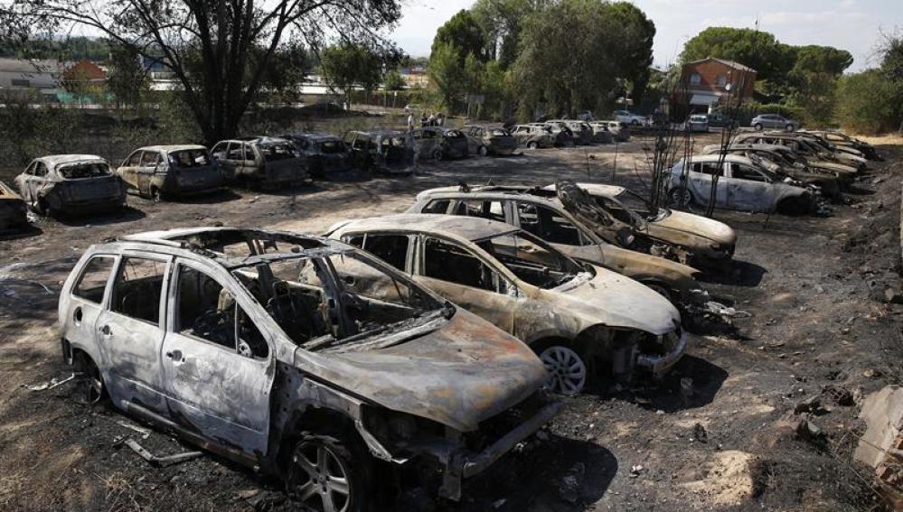 Incendio en un aparcamiento cerca del aeropuerto de Barajas