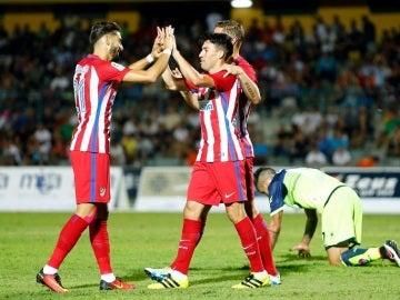 Nico Gaitán celebra un gol junto a Carrasco