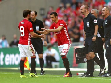 Mata fue sustituido por Mkhitaryan a dos minutos del final