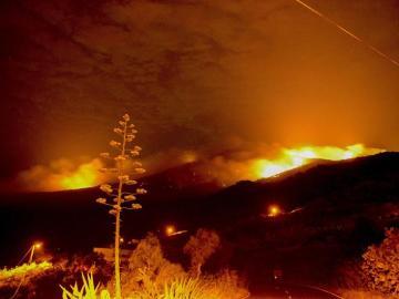 El estado del fuego de La Palma durante la madrugada del sábado.