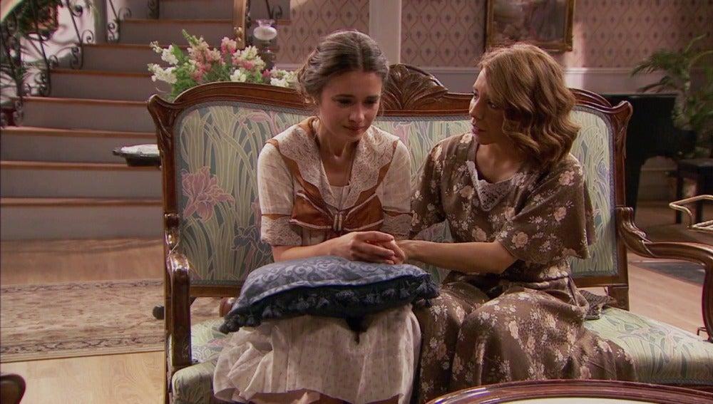 Emilia consuela a Beatriz