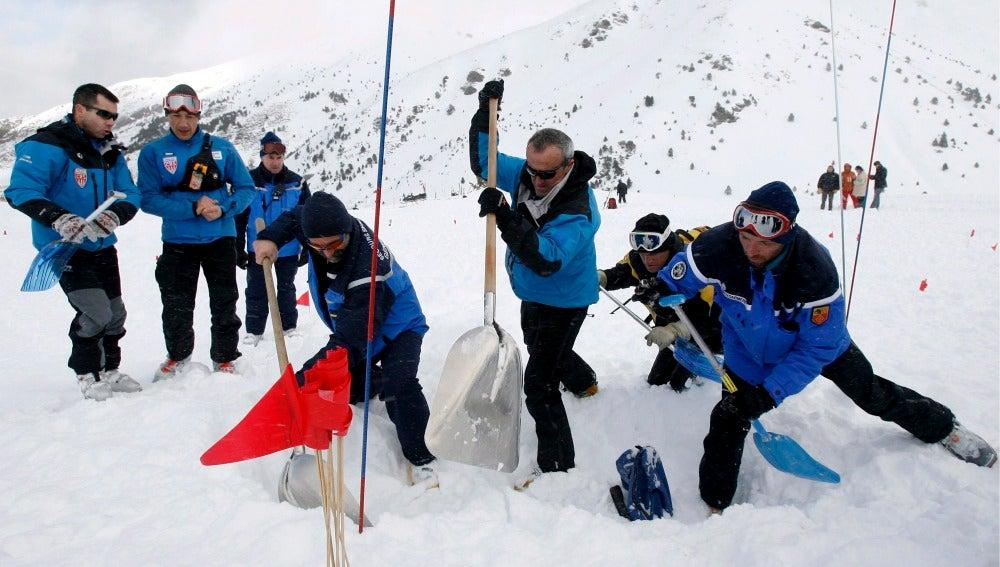 El Pelotón de la Gendarmería de Alta Montaña (PGHM) y la Policía Estatal (CRS)