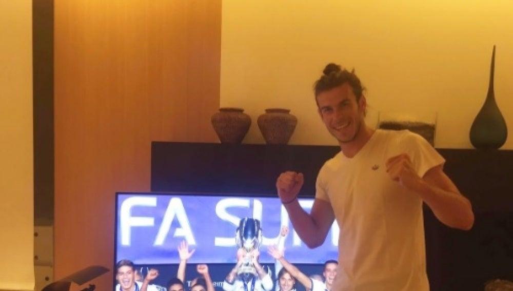 Bale celebrando la Supercopa de Europa del Madrid