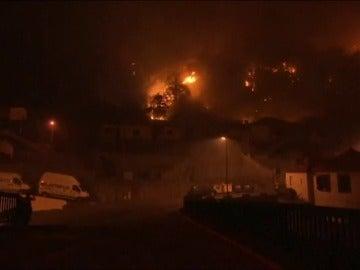 Frame 18.701184 de: Tres muertos en el grave incendio de Madeira que amenaza el centro histórico de Funchal