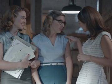 Ana y Clara ayudan a Rita