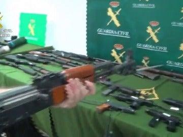 Frame 51.5098 de: La Guardia Civil desmantela un importante depósito ilegal de armas y precursores de explosivos