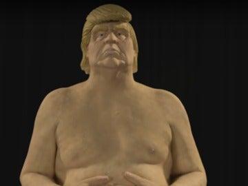 La estatua de Donal Trump que fue retirada del centro de Manhattan