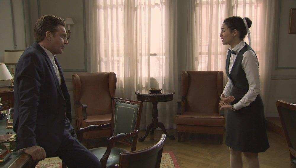 Victor y Loli en el despacho