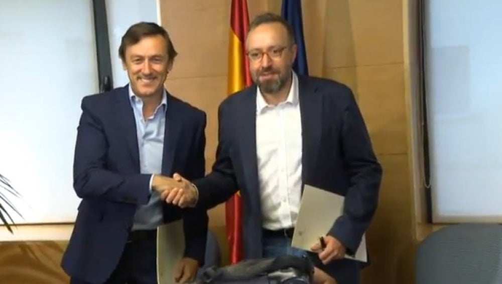 Los portavoces del PP y de Ciudadanos en el Congreso, Rafael Hernando y Juan Carlos Girauta