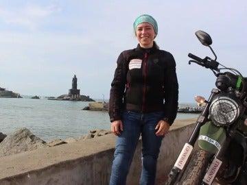 Frame 74.093857 de: Una española da la vuelta al mundo en moto con motivo benéfico