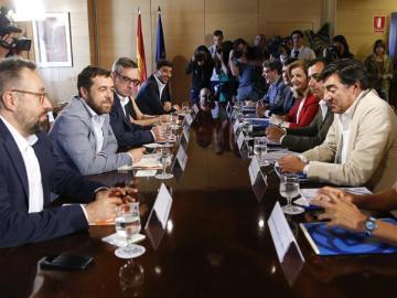 El PP y Ciudadanos en la mesa de negociación