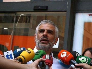 El portavoz parlamentario de Ciudadanos (C's) en Cataluña y miembro del Comité Ejecutivo del partido, Carlos Carrizosa (c)