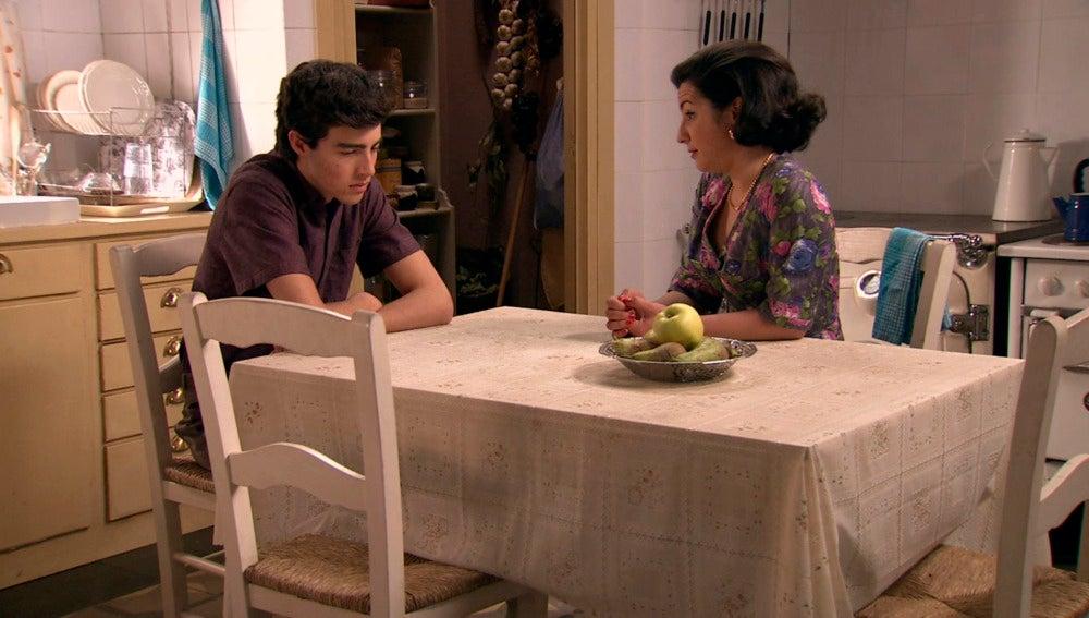Maruxa le pide un favor a Quico