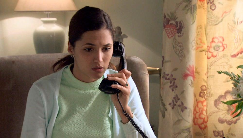 Sofía llama a Adela desde Suiza